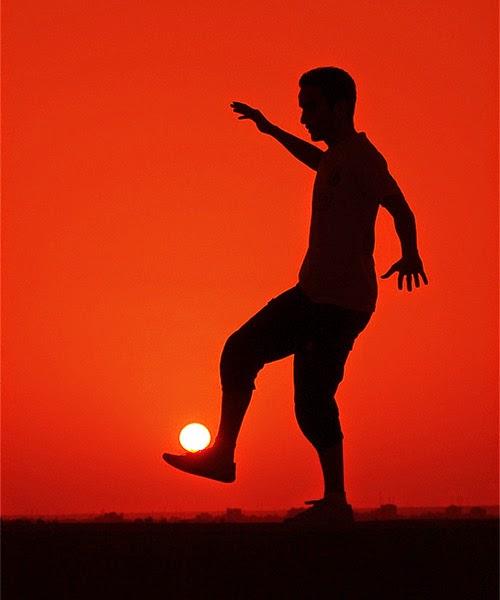 夕日はサッカーボールさ